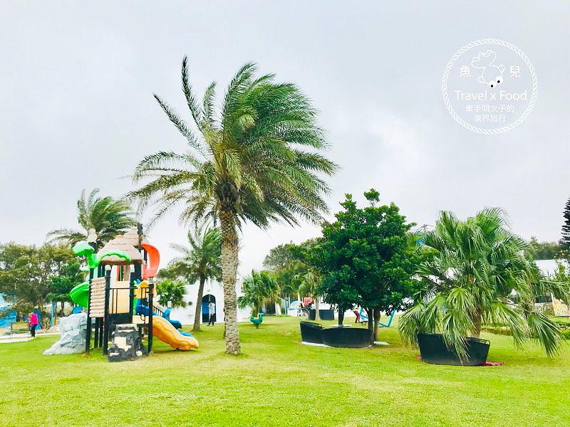 卡托米利庭園咖啡|寬闊草地與兒童遊樂設施,帶(毛)孩子一起來海邊的白色城堡,擁抱浪漫希臘風情 @魚兒 x 牽手明太子的「視」界旅行