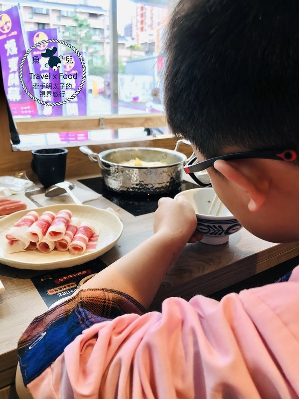 肉殿堂(桃園南平店)︱餵飽自己的迷你鍋 vs 二種湯頭一次滿足的雙享鍋,大口吃肉,喝湯享受! @魚兒 x 牽手明太子的「視」界旅行