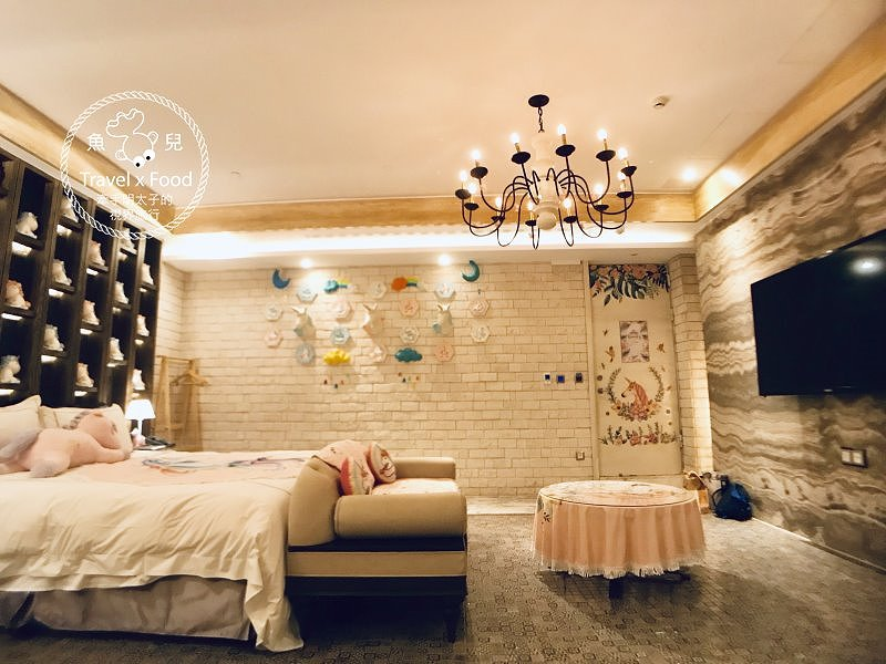 芭蕾城市渡假旅店,我與獨角獸的美好時光|台中最美Motel,KTV、泳池、超夢幻獨角獸主題房 @魚兒 x 牽手明太子的「視」界旅行